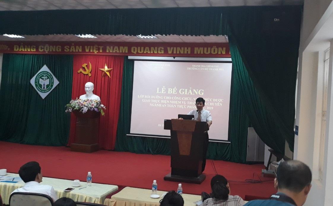 ThS Nguyễn Viết Thạch Phó Hiệu trưởng Trg CBTT phát biêu bế giảng khóa học