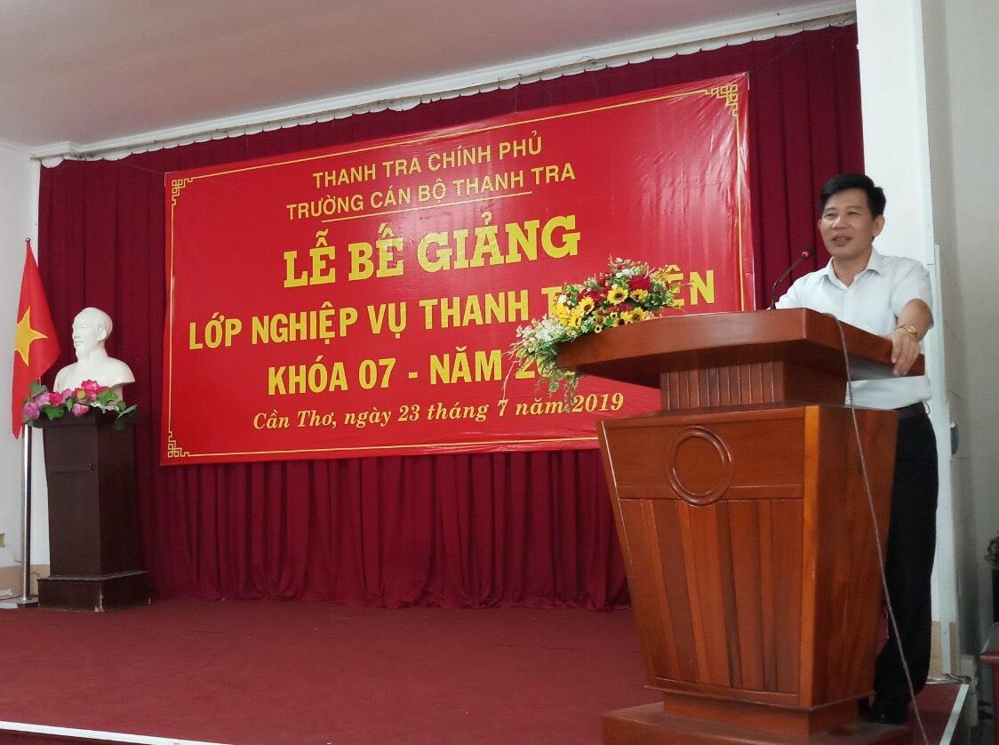 Thạc sĩ Nguyễn Viết Thạch Phó Hiệu trưởng Nhà trường phát biểu bế giảng khóa học