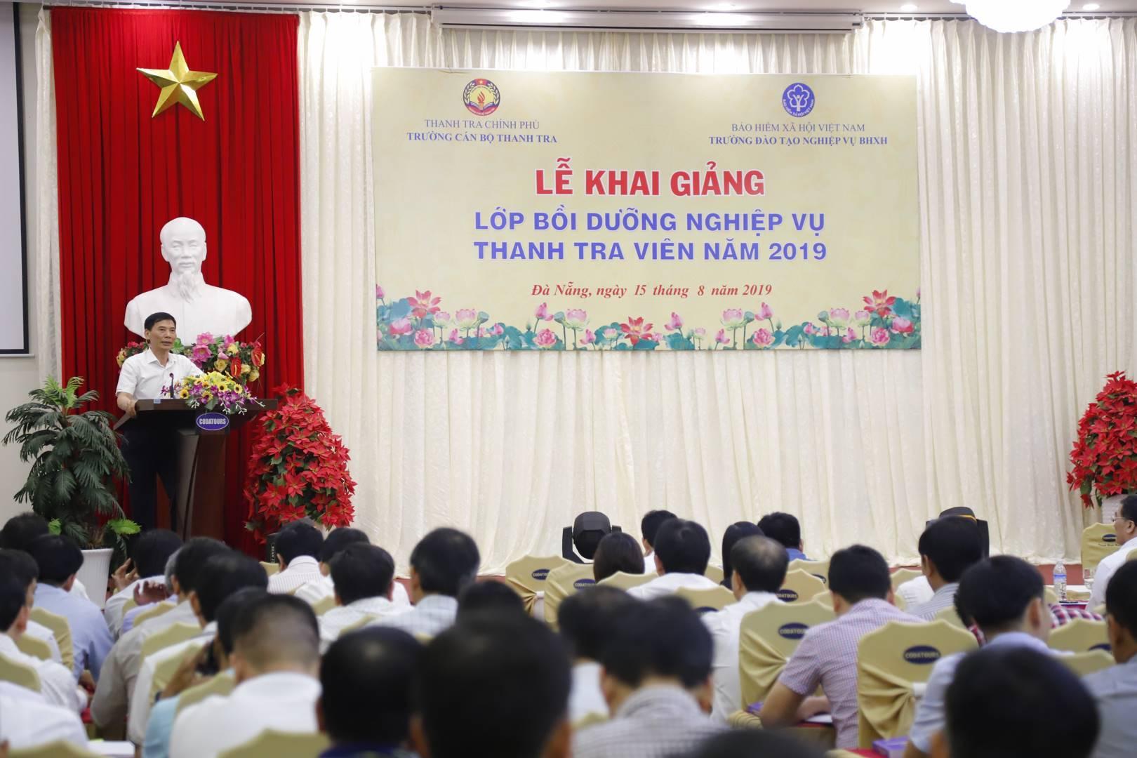 Ông Vũ Văn Chiến HT Trg CBTT phát biểu khai giảng khóa học