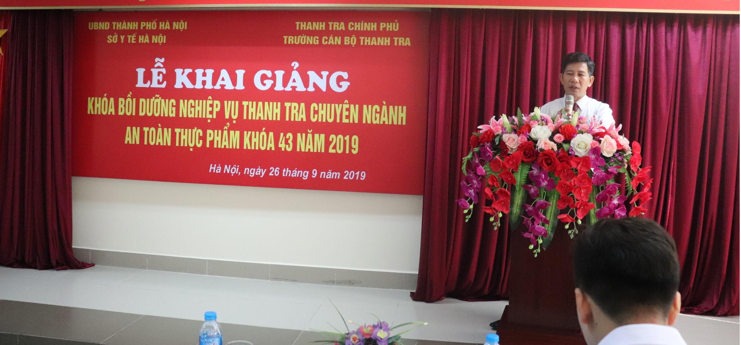 Ông Nguyễn Viết Thạch PHT Nhà trường phát biểu tại Lễ Khai giảng