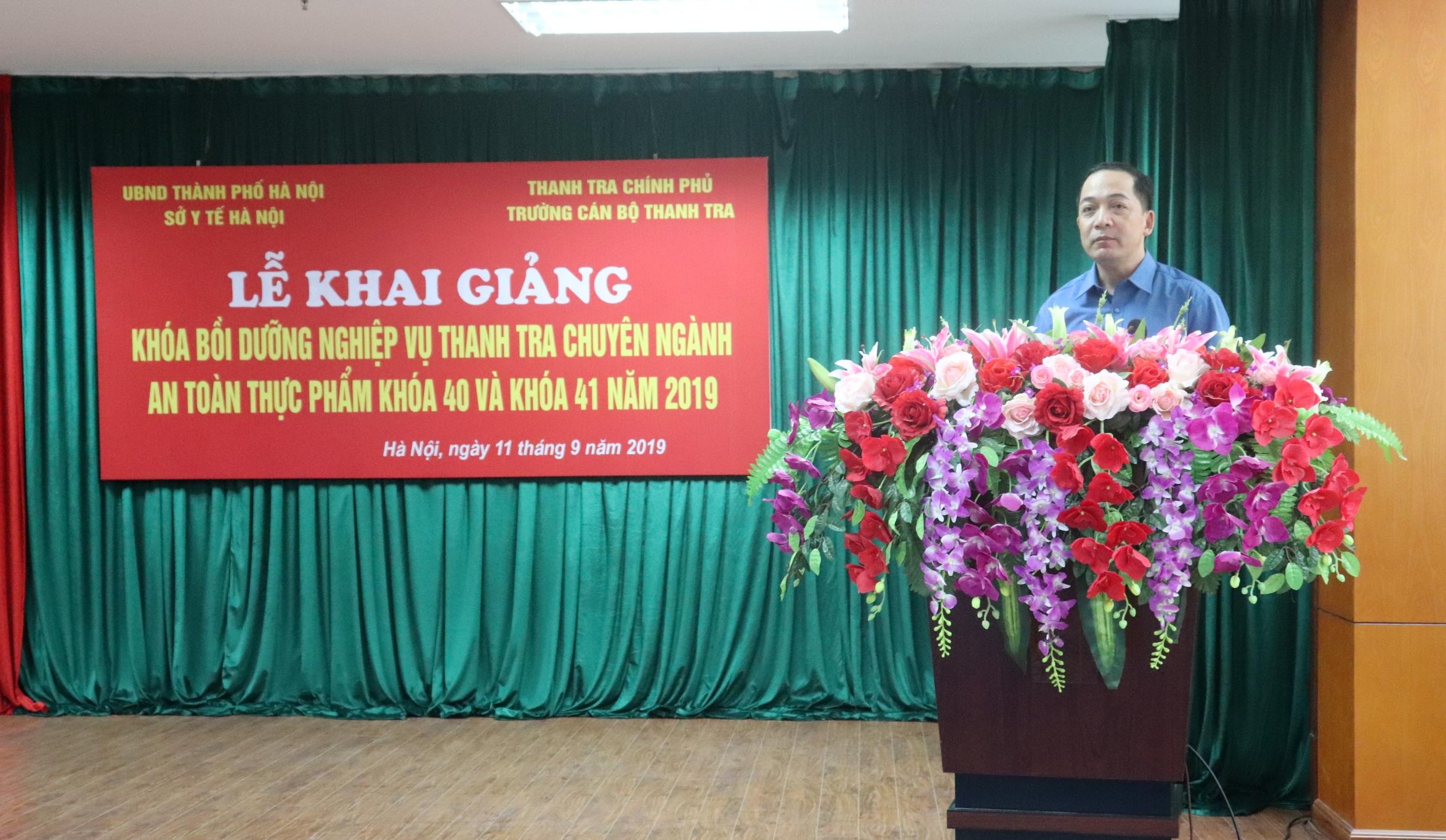 TS Nguyễn Huy Hoàng Phó Hiệu trưởng Nhà trường phát biểu khai giảng khóa học