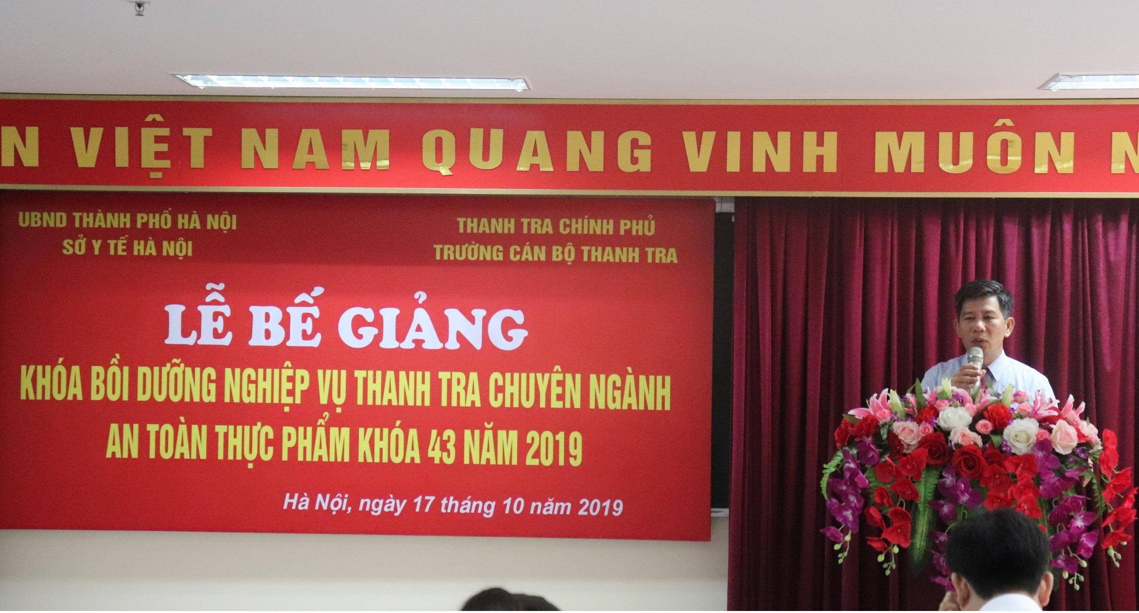 Ông Nguyễn Viết Thạch PHT nhà trường phát biểu bế giảng khóa học