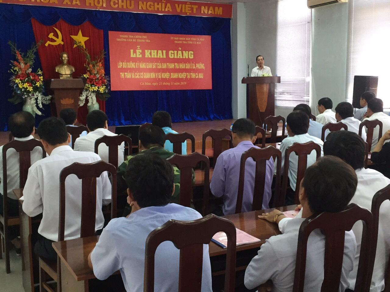 TS Nguyễn Huy Hoàng PHT nhà trường khai giảng lớp học
