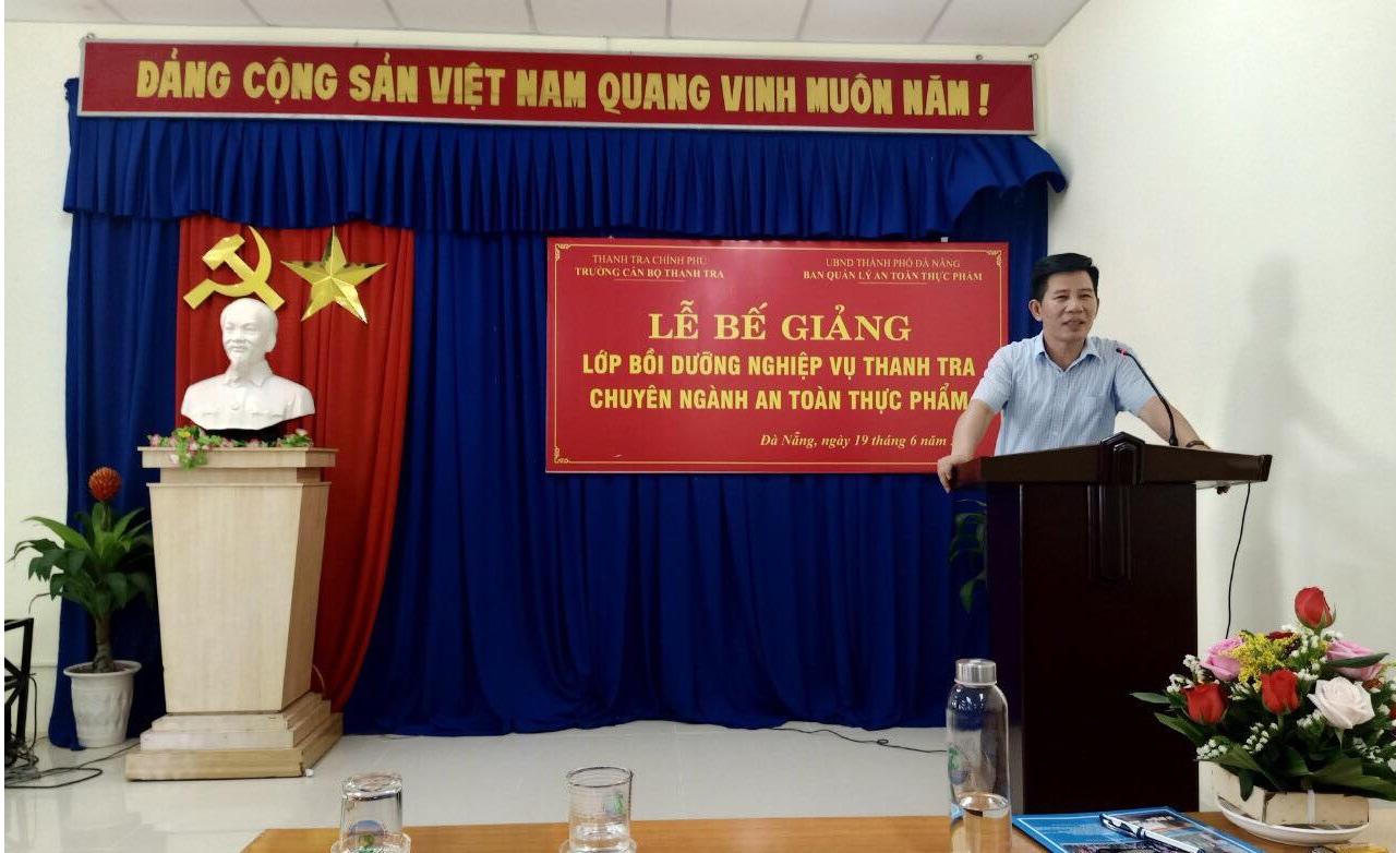Ông Nguyễn Viết Thạch TTVCC Phó Hiệu trưởng Trường CBTT phát biểu bế giảng khóa học