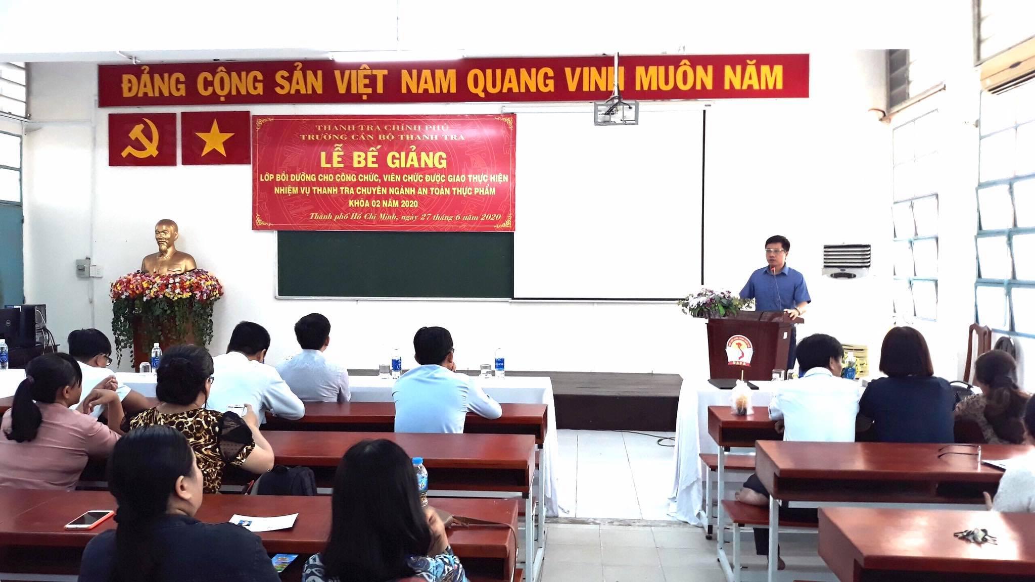 TS Trinh Văn Toàn Phó Hiệu trưởng Trường CBTT phát biểu bế giảng khóa học 1