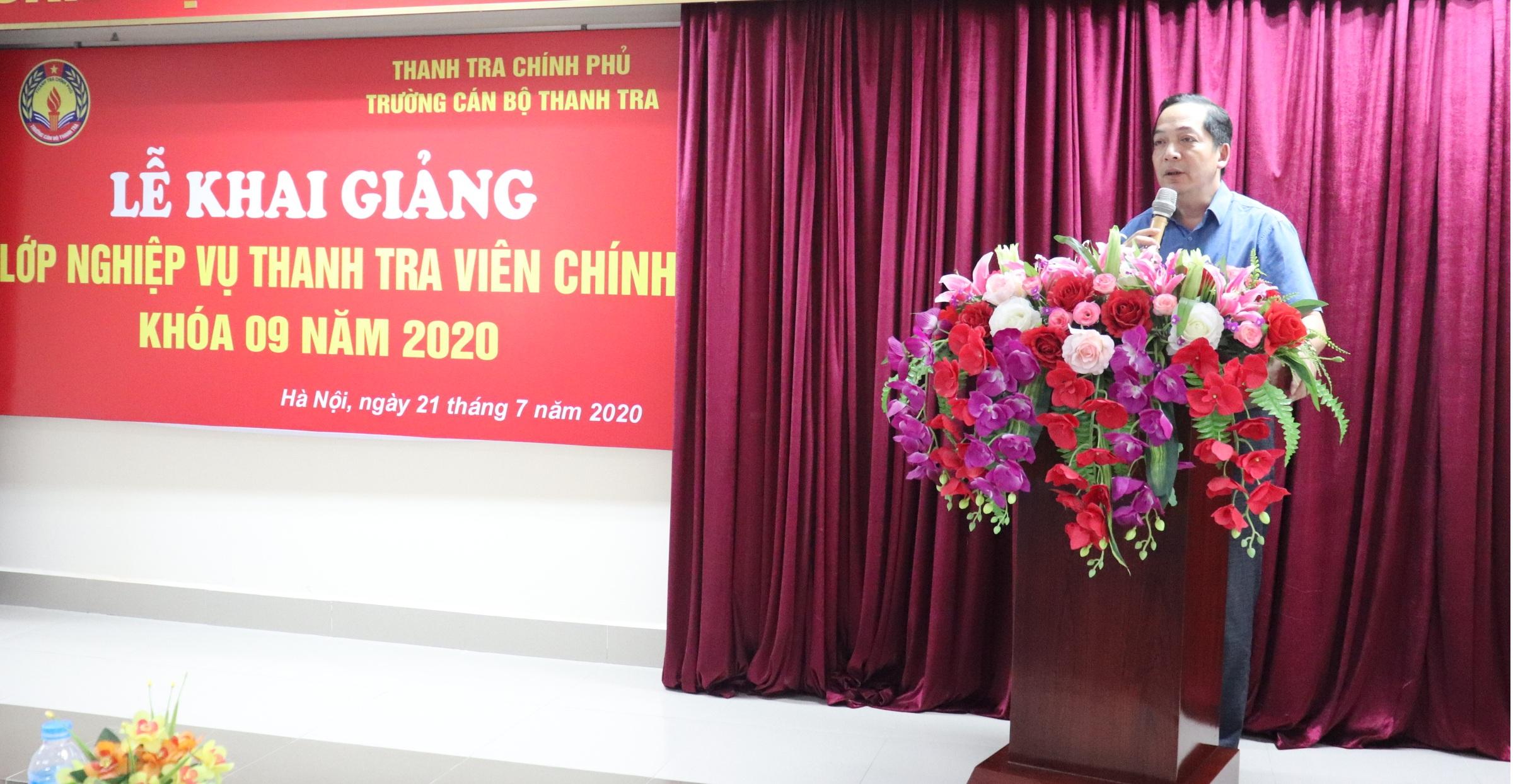 TS Nguyễn Huy Hoàng TTVCC Phó Hiệu trưởng Nhà trường phát biểu khai giảng khóa học
