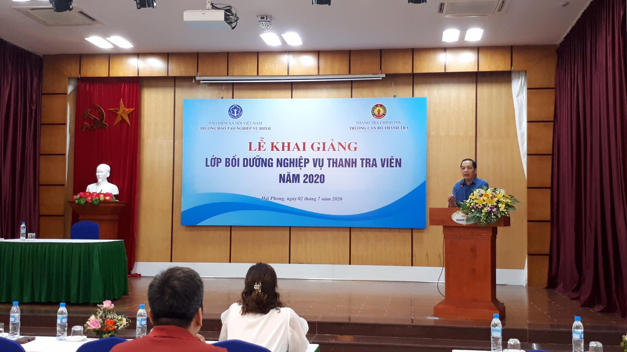 TS Nguyễn Huy Hoàng TTVCC Phó Hiệu trưởng trường CBTT phát biểu khai giang khóa học